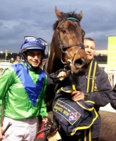 Global Leader in the winners enclosure at Wolverhampton with jockey Paddy Donaghy and Travelling Head Lad Pete McCulloch.